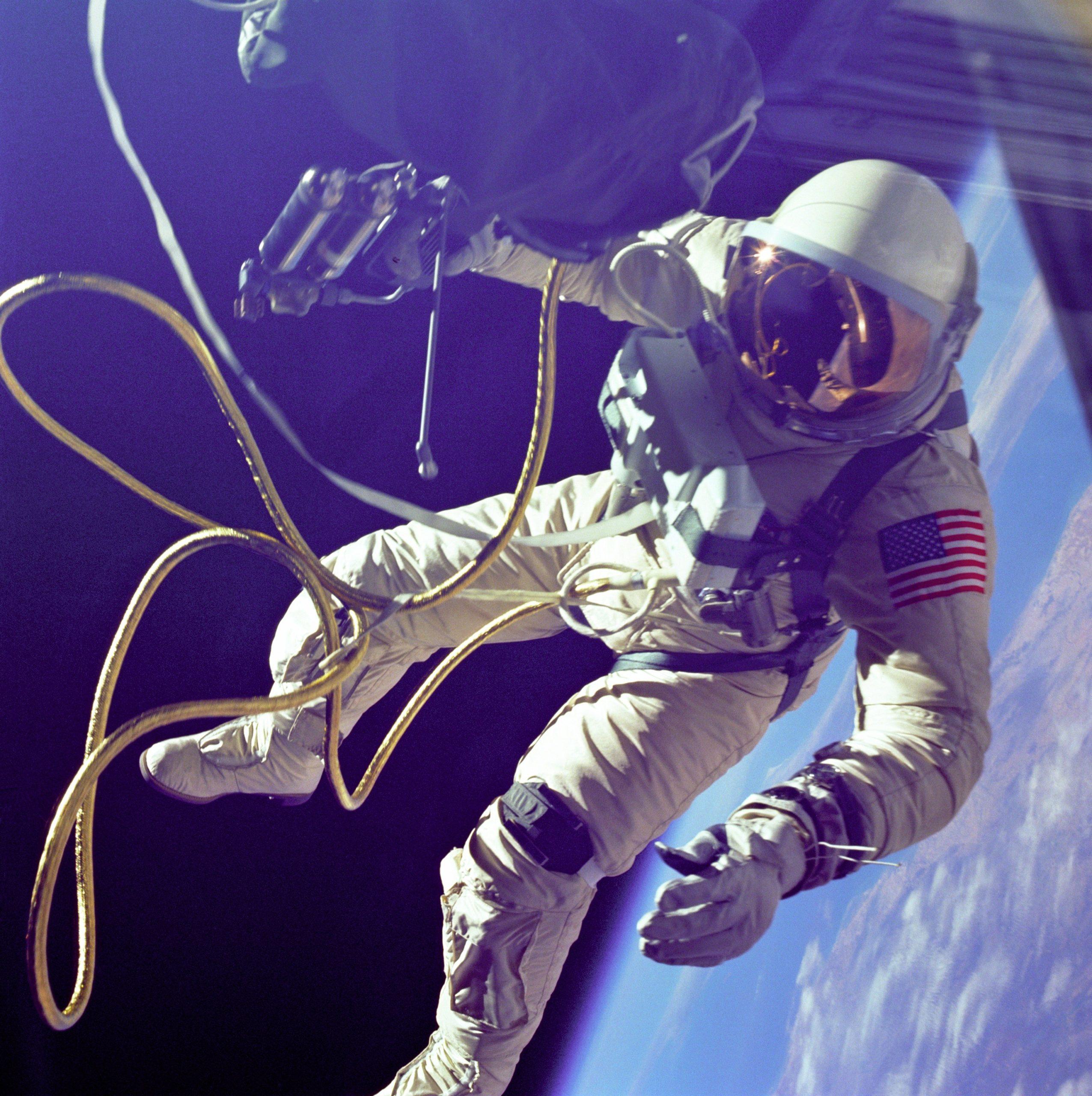 Astronaut-space-walk